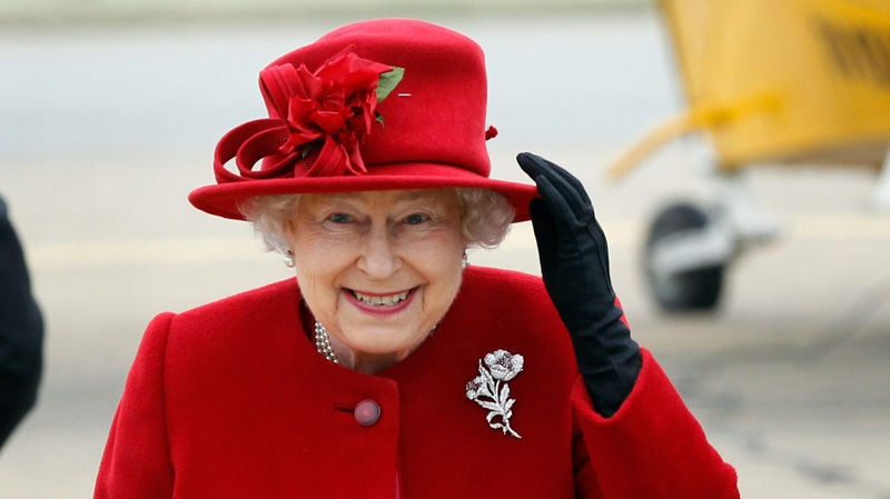 Queen-Elizabeth-2-red-hat