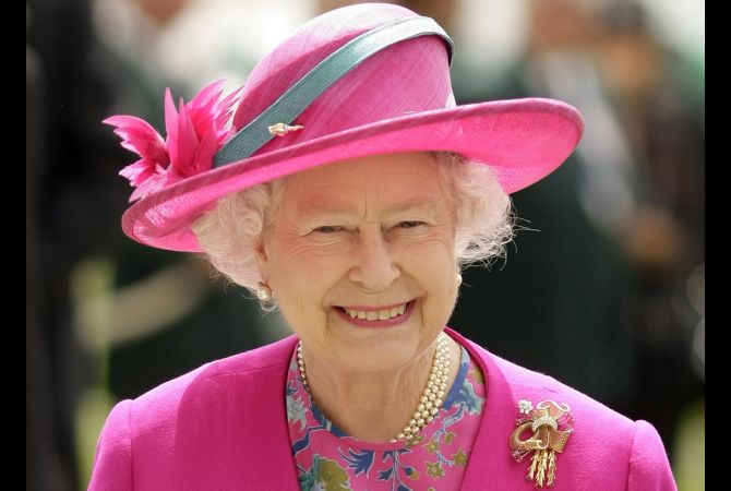 queen-elizabeth-and-her-hats-12